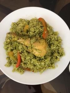 Plato de arroz con pollo verde