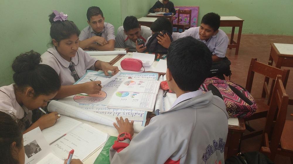 estudiantes-tabulando-resultados